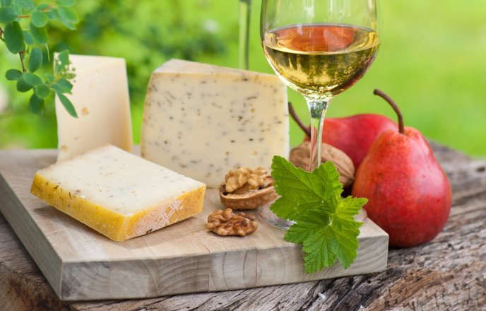 Download Wallpaper Special dinner - cheese, nuts and a glass of wine