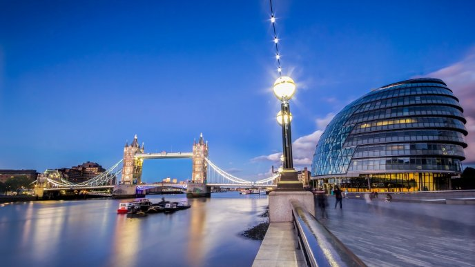 London Mayors Office an Bridge - Architecture wallpaper