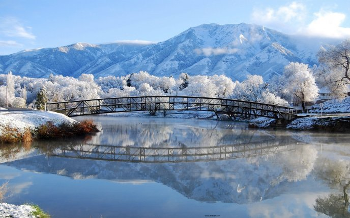 Download Wallpaper Frozen bridge over the lake - HD winter wallpaper