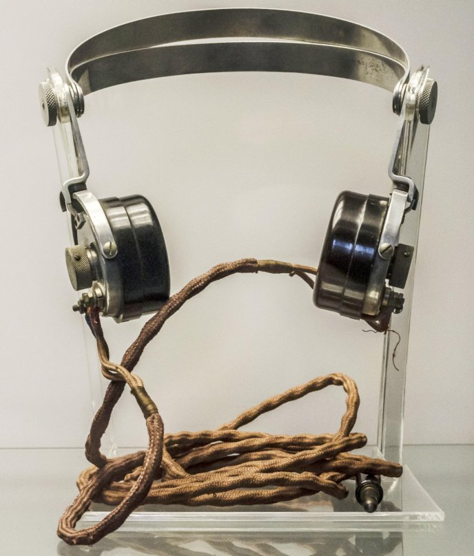 Headphones Wallpaper: Old Headphones