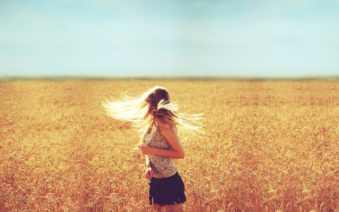 Download Wallpaper Girl with beautiful blonde hair in the golden wheat field