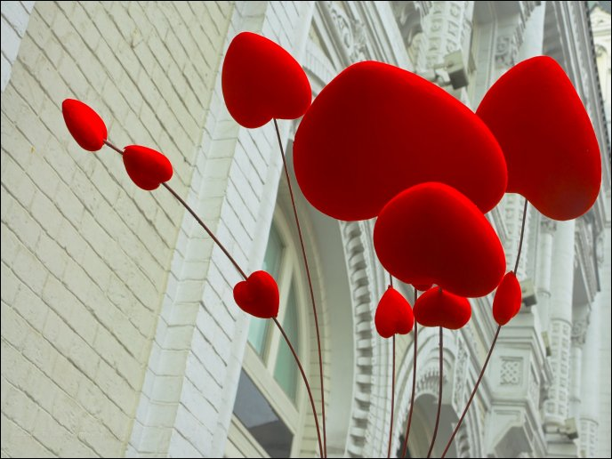 34e178cf411fe3 Sweet red balloons in shape of hearts - Happy Valentines Day