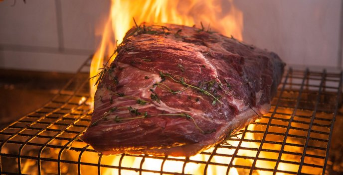 Download Wallpaper One big piece of meat in the fire - Delicious summer food