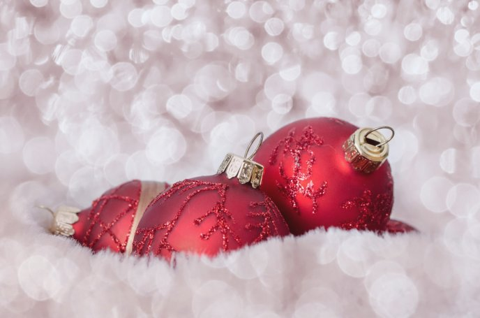 Download Wallpaper Red Christmas accessories balls - Macro winter wallpaper