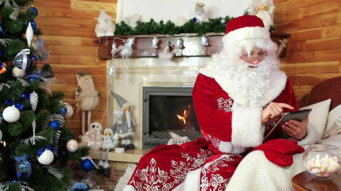 Smart Santa Claus using technology this year