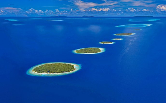 Small islands in the middle of the ocean  -HD wallpaper