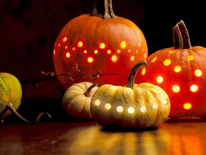Linght inside Halloween pumpkins - HD wallpaper scary