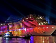 Bright cruise ship HD wallpaper