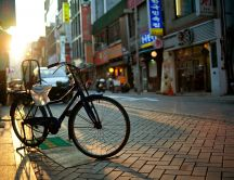 Bicycle parked on sidewalk - HD wallpaper