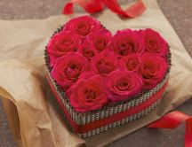 Beautiful cake - a heart full of roses HD wallpaper