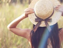 Beautiful girl with straw hat - in the wheat chain HD