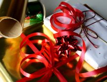 Wrapping paper and ribbons for Christmas gifts HD wallpaper