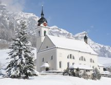 Kirche Muotathal covered with snow HD wallpaper
