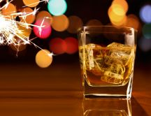 Ice cubes in a glass of whiskey HD wallpaper