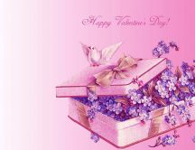 Gift box filled with purple flowers - HD wallpaper