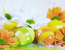 Special ornament for Easter - painted eggs and flowers