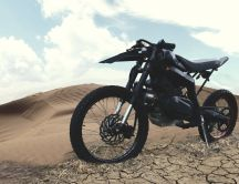 Black motorbike on the desert - HD wallpaper