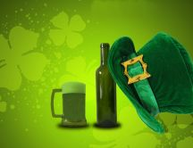 Beer and lucky four-leaf clover - St. Patricks Day