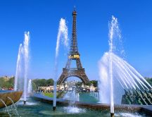 Beautiful fountains near the Eiffel Tower