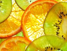 Delicious wallpaper - slices of orange and kiwi on the wall