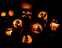 Ghosts and Halloween pumpkins - scary HD wallpaper