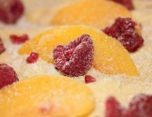 Peaches and raspberries full with sugar - HD wallpaper