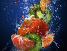 Cocktail fruits in the fresh water - HD macro wallpaper