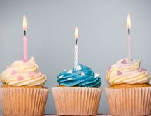 Three delicious cupcakes - Happy Birthday