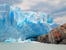 Glaciar Perito Moreno - beautiful blue and white iceberg
