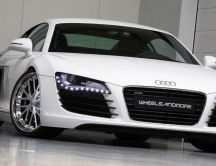Audi R8 V10 Spyder Tuning - White sport car in the garage