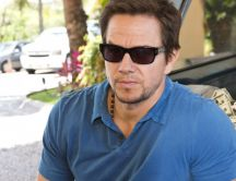 Mark Wahlberg with sunglasses near the a lot of money