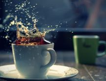 Throw a sugar cube in a cup of tea - HD wallpaper