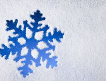 Shape of snowflake on the window - HD wallpaper
