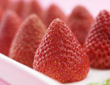 Big strawberries - delicious red fruit - Macro HD wallpaper