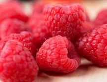 Delicious raspberries - macro wallpaper with fruits