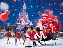 Christmas time on Disneyland Paris-Santa Claus Minnie Mickey