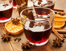 Hot tea with orange and cinnamon sticks - HD wallpaper