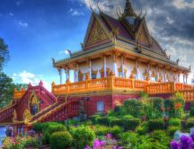 Colorful Asian Buddist temple - Wonderful garden in front