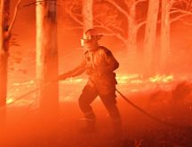 Fireman do his job - Fire in Australia is too big