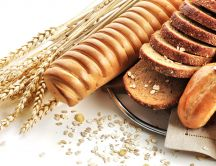 Ears of wheat and delicious bread with seeds - HD wallpaper
