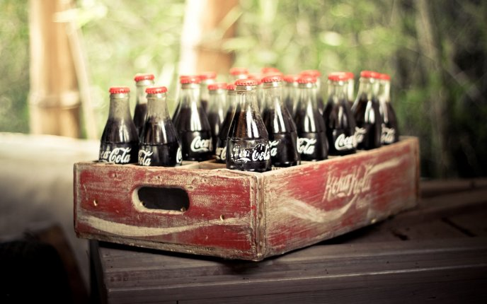 Download Wallpaper An old box full of juice coca cola