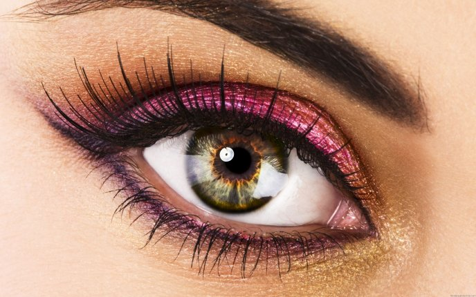 Big brown eye - pink make-up