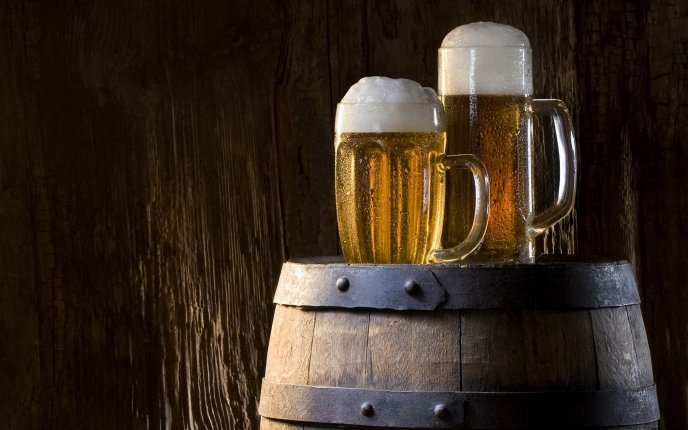 Two mugs of beer on a barrel - HD wallpaper