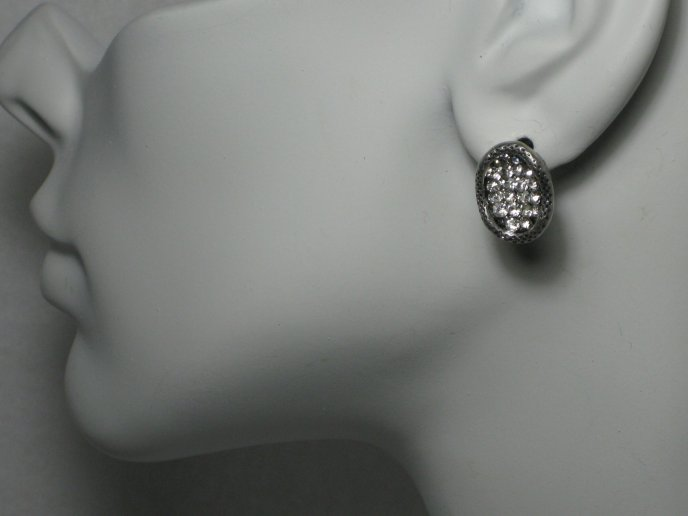 Full diamond earring on a model - gray HD wallpaper