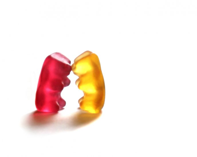 Fight between gummy bears - red or yellow