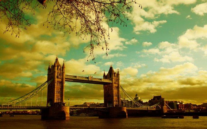 Beautiful landscape with London bridge - summer holiday