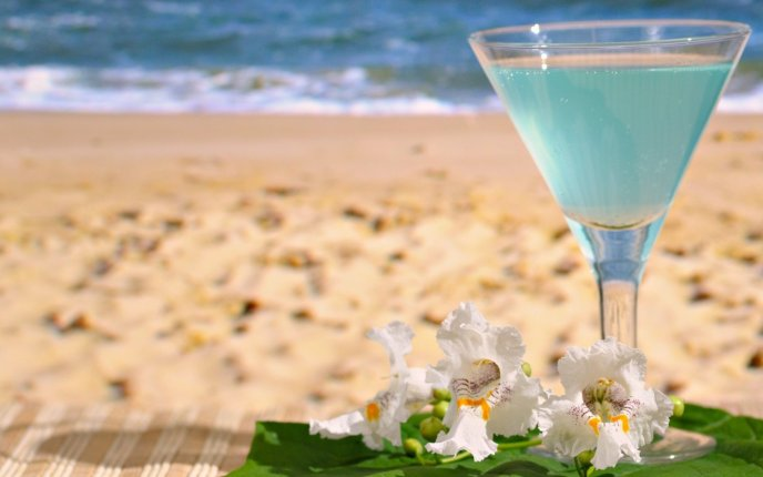 Blue summer cocktail at the beach