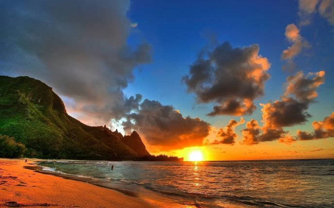 Sunrise at the seaside in Hawaii
