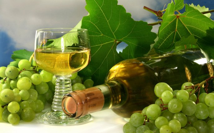 Delicious white wine - the sweetest drink of autumn