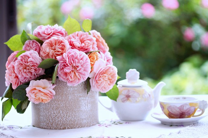 Good morning spring - pink flowers and a sweet coffee